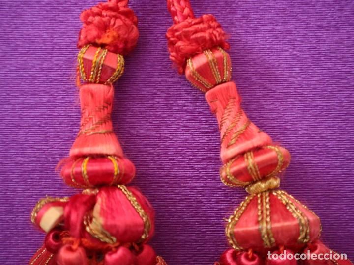 Antigüedades: Cíngulo elaborado en hilo de seda terminado en borlas recubiertas de seda e hilo de oro. Siglo XIX. - Foto 5 - 245727510