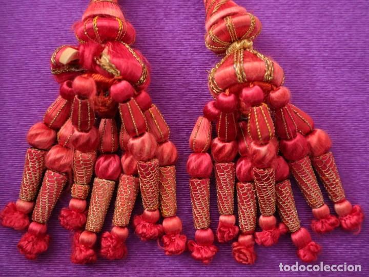 Antigüedades: Cíngulo elaborado en hilo de seda terminado en borlas recubiertas de seda e hilo de oro. Siglo XIX. - Foto 7 - 245727510