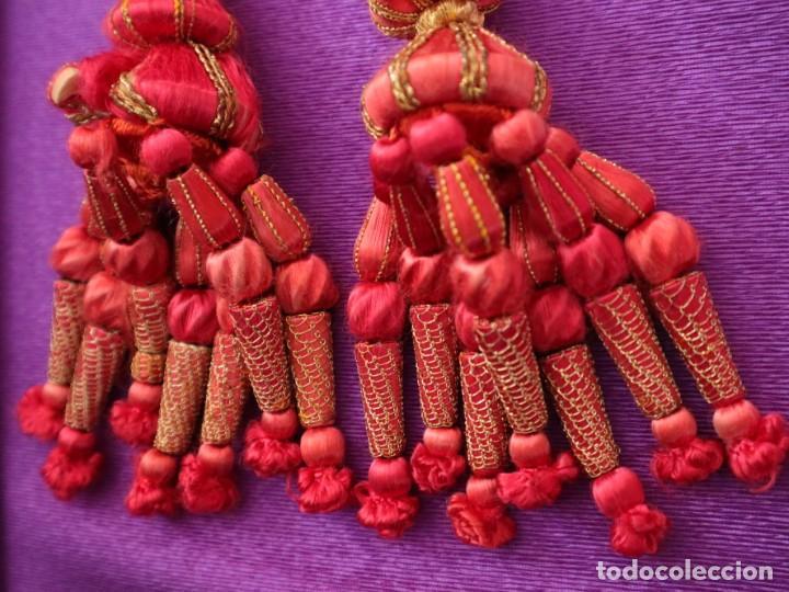 Antigüedades: Cíngulo elaborado en hilo de seda terminado en borlas recubiertas de seda e hilo de oro. Siglo XIX. - Foto 8 - 245727510