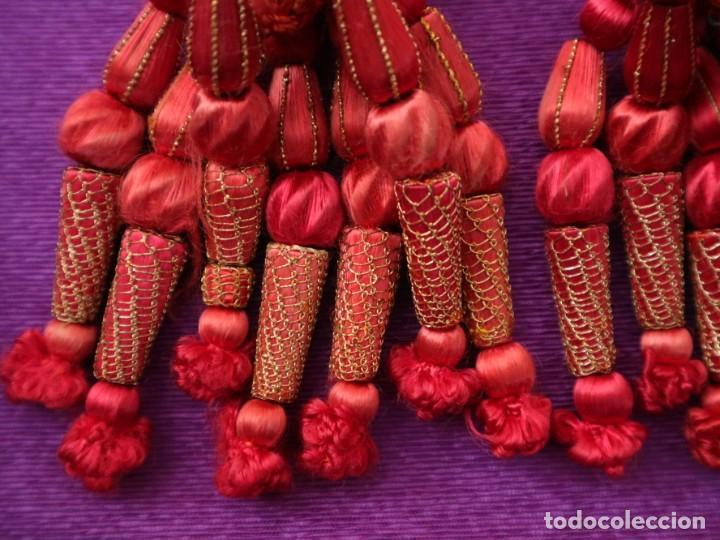 Antigüedades: Cíngulo elaborado en hilo de seda terminado en borlas recubiertas de seda e hilo de oro. Siglo XIX. - Foto 10 - 245727510