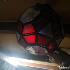Antigüedades: LAMPARA FAROL REDONDO SESENTERO CON CRISTALERA DE COLORES, MUY BOTIO. Lote 245744510
