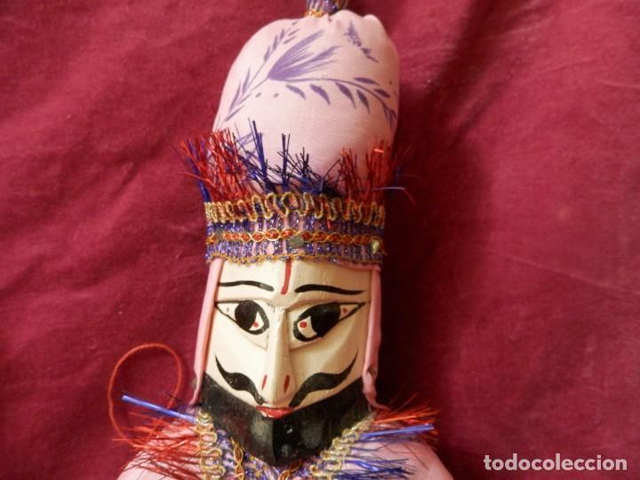 Antigüedades: PAJERA DE MARIONETAS DE LA INDIA RAJASTHAN KATHPUTLI DE MADERA POLICROMADA. MARIONETA MUÑECO COLGAR. - Foto 4 - 245762420