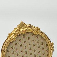 Antigüedades: ESPECTACULAR MARCO ISABELINO CON BAÑO DE ORO SOBRE BRONCE. Lote 245782530
