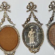 Antigüedades: LOTE 3 MARCOS DE PARED EN BRONCE CON BAÑO DE PLATA.. Lote 245787395