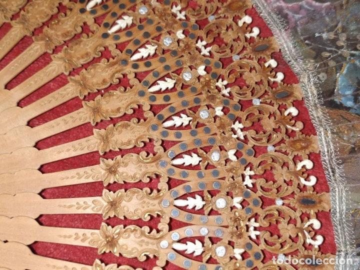 Antigüedades: ABANICO DE DAMA. MADERA TALLADA. INCRUSTACIONES DE HEMATITES. SEDA PINTADA. ESPAÑA. SIGLO XIX - Foto 8 - 245885780