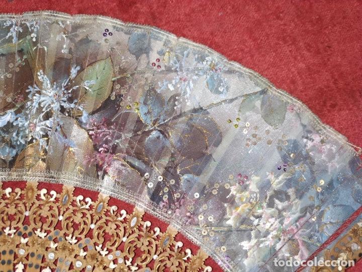 Antigüedades: ABANICO DE DAMA. MADERA TALLADA. INCRUSTACIONES DE HEMATITES. SEDA PINTADA. ESPAÑA. SIGLO XIX - Foto 14 - 245885780
