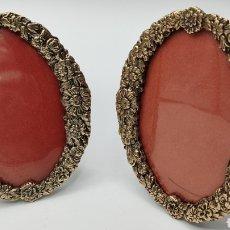 Antigüedades: PRECIOSOS MARCOS PORTAFOTOS EN BRONCE COBRE CON BAÑO DE PLATA. Lote 245894110