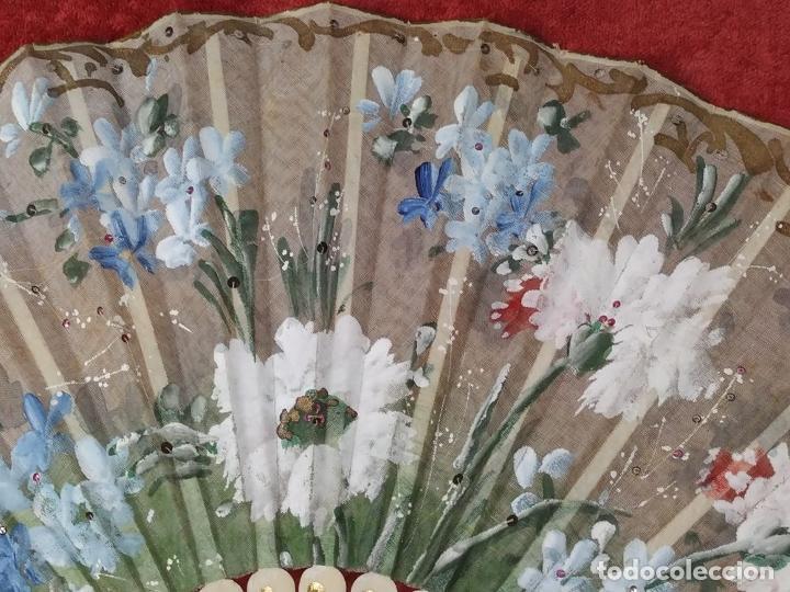 Antigüedades: ABANICO DE DAMA. HUESO TALLADO. TELA PINTADA. ESPAÑA. SIGLO XIX - Foto 6 - 245894535