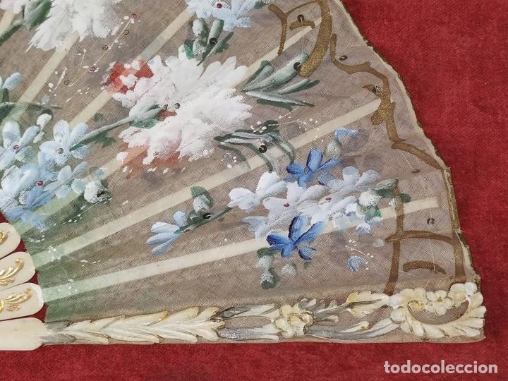 Antigüedades: ABANICO DE DAMA. HUESO TALLADO. TELA PINTADA. ESPAÑA. SIGLO XIX - Foto 7 - 245894535