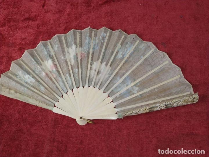 Antigüedades: ABANICO DE DAMA. HUESO TALLADO. TELA PINTADA. ESPAÑA. SIGLO XIX - Foto 9 - 245894535