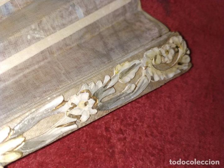 Antigüedades: ABANICO DE DAMA. HUESO TALLADO. TELA PINTADA. ESPAÑA. SIGLO XIX - Foto 12 - 245894535