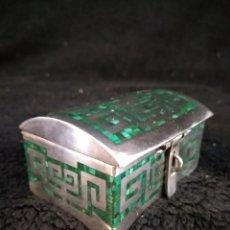 Antigüedades: MAGNÍFICA CAJA DE PLATA 950, INCRUSTACIÓN DE MALAQUITA, MEXICO, 156GR. Lote 245905110