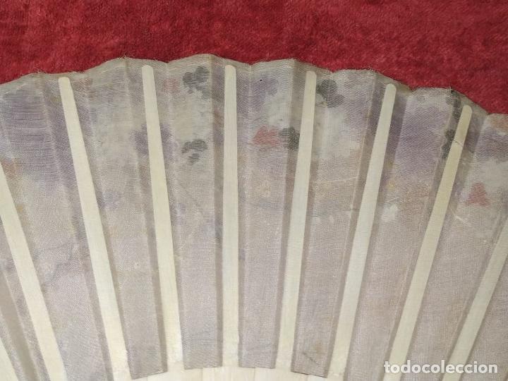 Antigüedades: ABANICO DE DAMA. HUESO TALLADO Y POLICROMADO. TELA PINTADA. ESPAÑA. SIGLO XIX - Foto 11 - 245905725