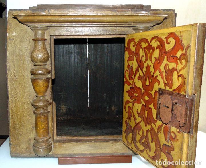 Antigüedades: Sagrario, hornacina, madera tallada y policromada al oleo, siglo XVII -XVIII, cordero eucaristico, - Foto 4 - 245929815