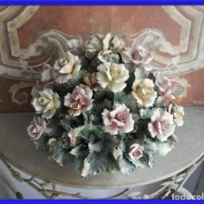 Antigüedades: BOUQUET RAMO DE FLORES DE PORCELANA. Lote 245936320