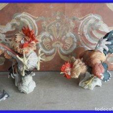 Antiguidades: PAREJA DE GALLOS DE ALGORA CON ROTURAS. Lote 245936645