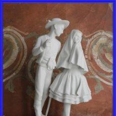 Antigüedades: BISCUIT DE PORCELANA DE UNOS NOVIOS. Lote 245936860