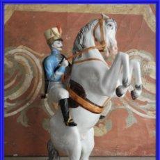 Antigüedades: FIGURA DE UN CABALLO DE PORCELANA FIRMADA. Lote 245937080