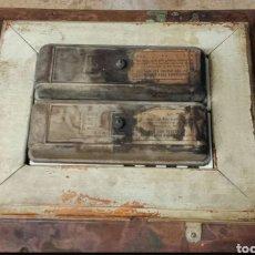 Antigüedades: CAJA FUSIBLES DE 125V DE PORCELANA. Lote 246020755