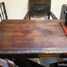 Antigüedades: MESA DESPACHO TALLADA CON FORJA. Lote 246035140