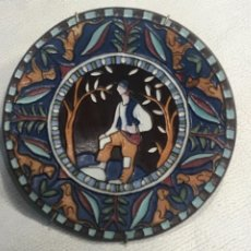 Antigüedades: PLATO ESMALTADO. SEGUNDA MITAD DEL S.XX. FIRMADO.. Lote 246049345