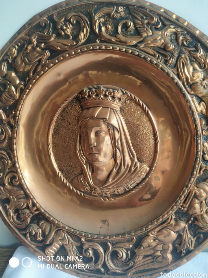 Antigüedades: Pareja de platos de cobre de los reyes catolicos - Foto 2 - 246084745