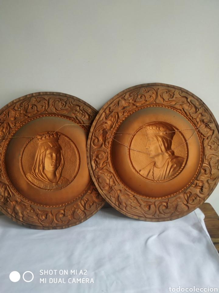 Antigüedades: Pareja de platos de cobre de los reyes catolicos - Foto 4 - 246084745