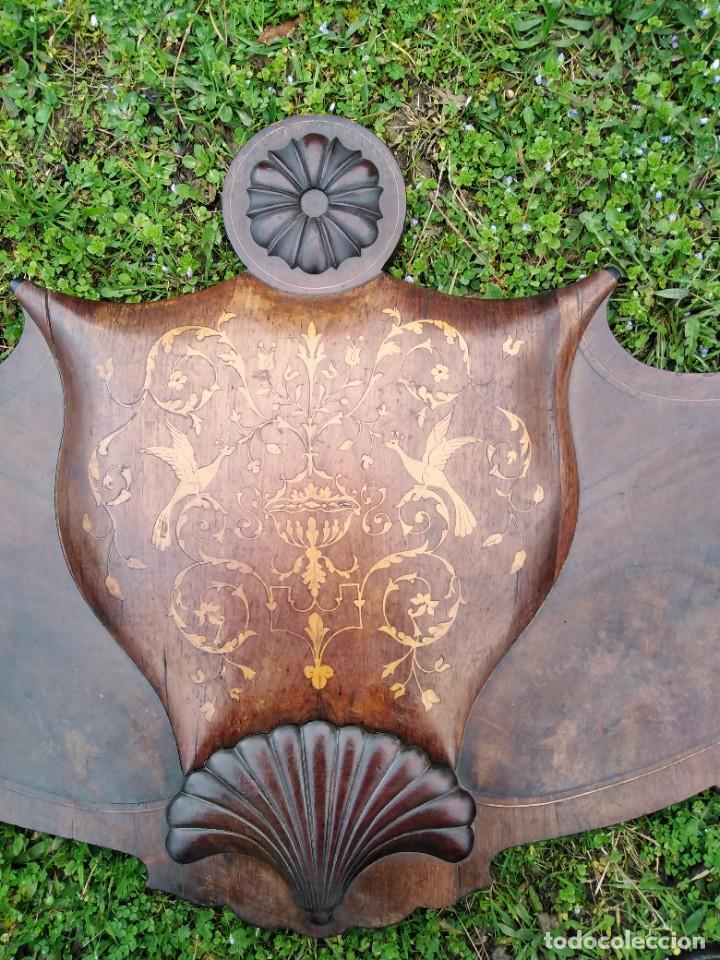 Antigüedades: Apabullante cama isabelina puro siglo diecinueve cuajada de marquetería con copete tallado midiendo - Foto 3 - 173523958