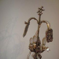 Antigüedades: ANTIGUA LAMPARA DE MESA DE 4 BRAZOS , FUNCIONA. Lote 246122815