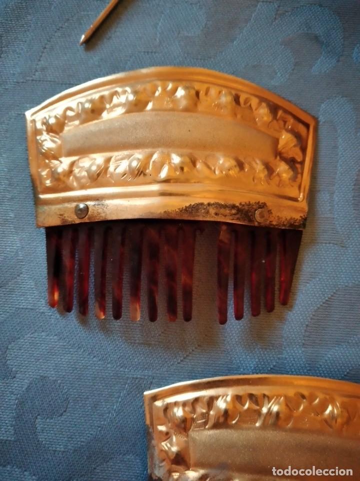Antigüedades: antiguos aderezos de fallera peinetas,pasadores,broche,peineta grande latón y baquelita.años 30/40 - Foto 2 - 246168080