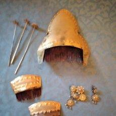 Antigüedades: ANTIGUOS ADEREZOS DE FALLERA PEINETAS,PASADORES,BROCHE,PEINETA GRANDE LATÓN Y BAQUELITA.AÑOS 30/40. Lote 246168080