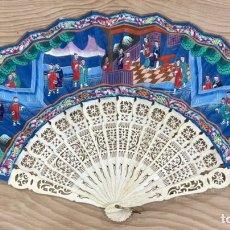 Antigüedades: FANTÁSTICO ABANICO CHINO DE LAS MIL CARAS, CON SU CAJA ORIGINAL, PINTADA.. Lote 246172145