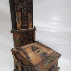 Antigüedades: ESPECTACULAR CAJA LIMOSNERO NOBLE MADERA HERRAJES CRUZ IGLESIA CAPILLA. Lote 246181110