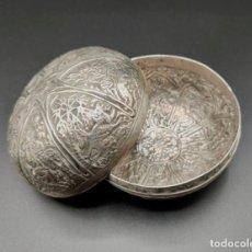 Antigüedades: CAJA JOYERO CON FIGURAS DE ANIMALES Y PLANTAS. PLATA. INDIA. PRINCIPIOS S. XX. Lote 246190605