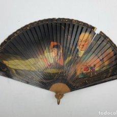 Antigüedades: ABANICO EN MADERA CON ESCENA DE LA MAJA Y EL COLUMPIO , PINTADAS A MANO ( 45 X 25 ) VER FOTOS. Lote 246240665