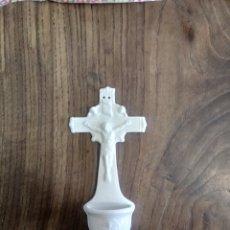 Antigüedades: BENDITERA DE CRISTO DE PORCELANA. Lote 246241830