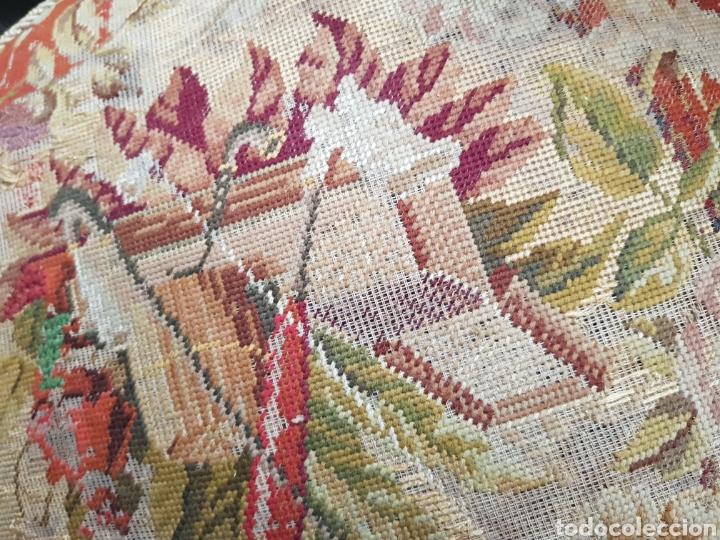 Antigüedades: Sillón reclinatorio ,tela y fleco original bordada a petitpua - Foto 6 - 246250815
