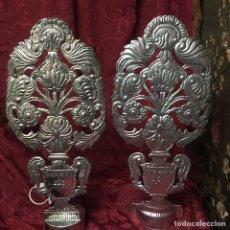 Antigüedades: PAREJA DE JARRONES PARA ALTAR DE CULTO- CHAPA 57 CM X 25 CM. Lote 246256550
