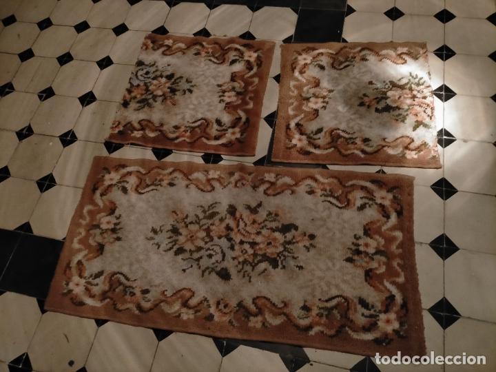 Antigüedades: ALFOMBRA 116X57 ALFOMBRILLA LANA + OTRA CORTADA POR LA MITAD DE REGALO - Foto 2 - 246331095