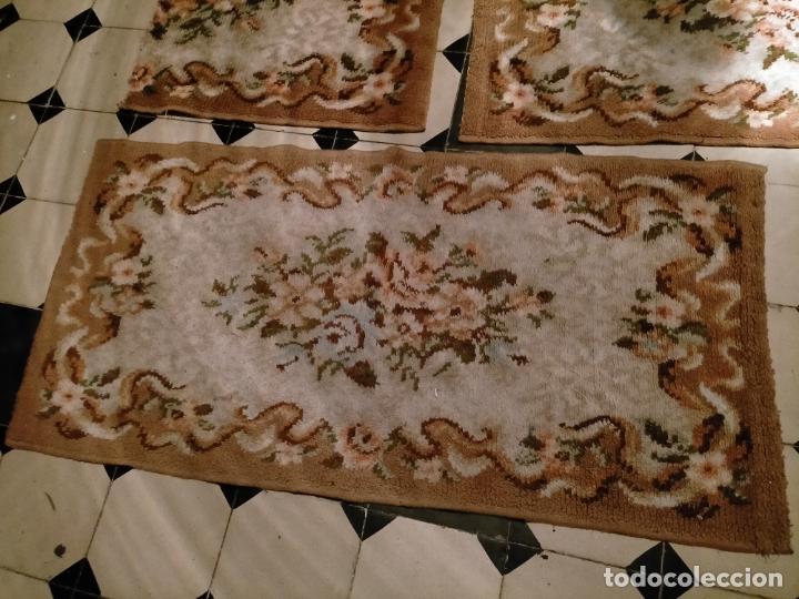 Antigüedades: ALFOMBRA 116X57 ALFOMBRILLA LANA + OTRA CORTADA POR LA MITAD DE REGALO - Foto 5 - 246331095