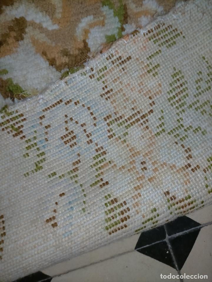 Antigüedades: ALFOMBRA 116X57 ALFOMBRILLA LANA + OTRA CORTADA POR LA MITAD DE REGALO - Foto 8 - 246331095