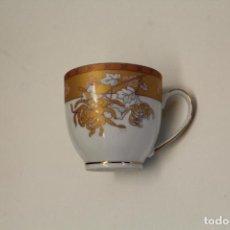 Antigüedades: YAMASEN - TAZA PORLANA ORO. Lote 246371515
