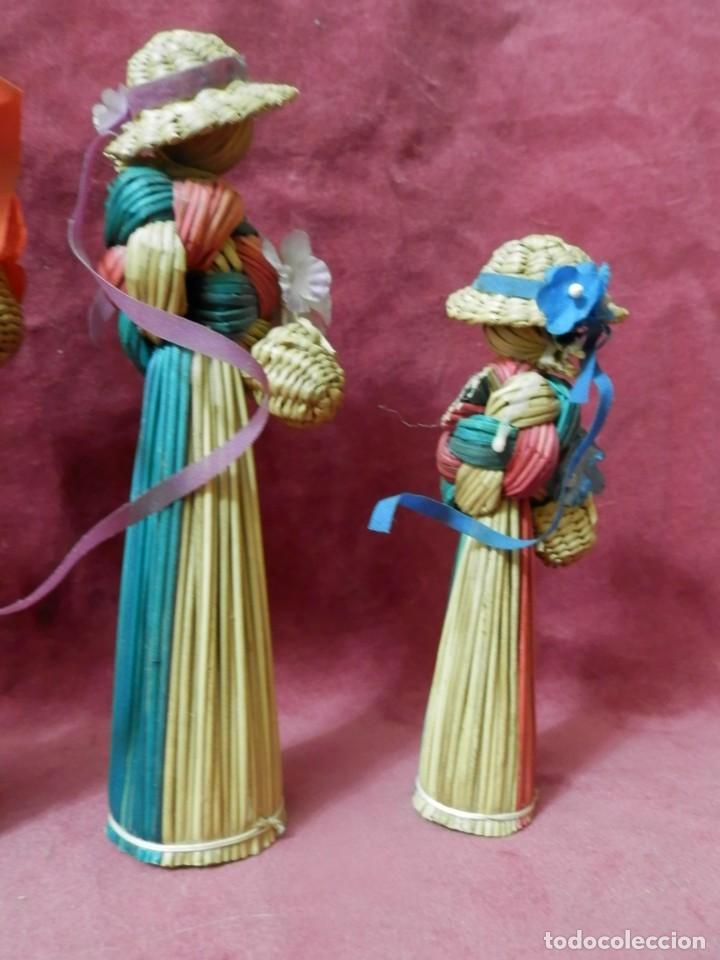 5 MUÑECAS DECORATIVAS AROMATICAS HECHAS DE MIMBRE AÑOS 70-80 (Antigüedades - Hogar y Decoración - Figuras Antiguas)