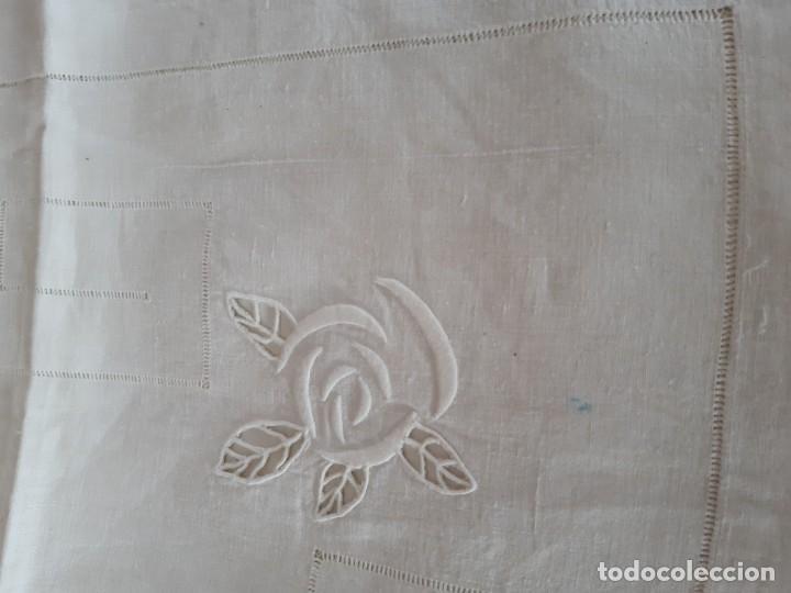 Antigüedades: MUY ANTIGUA SABANA DE HILO PURO BORDADA A MANO CON INICIALES Y VAINICA. - Foto 7 - 246571625
