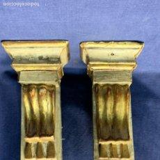 Antigüedades: PAREJA MENSULAS MADERA PINO TALLADA DORADA NEOCLASICAS S XVIII XIX 26X13,5X8CMS. Lote 246575125