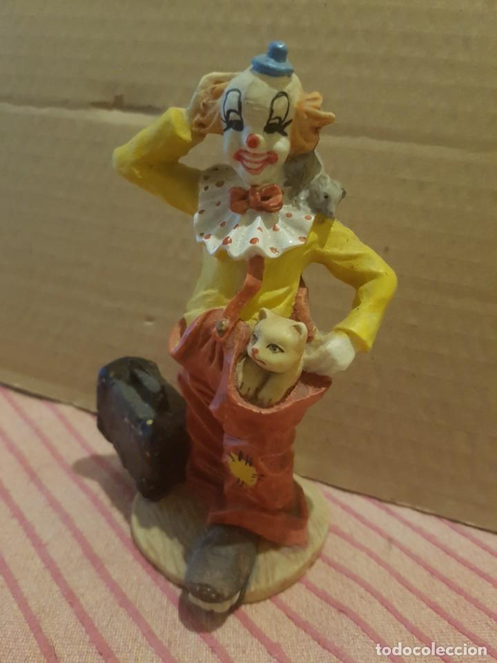 Antigüedades: Bonita Figura de Payaso con Gato o gatito en Resina o Similar. Excelentes detalles. Como nueva - Foto 2 - 246604390