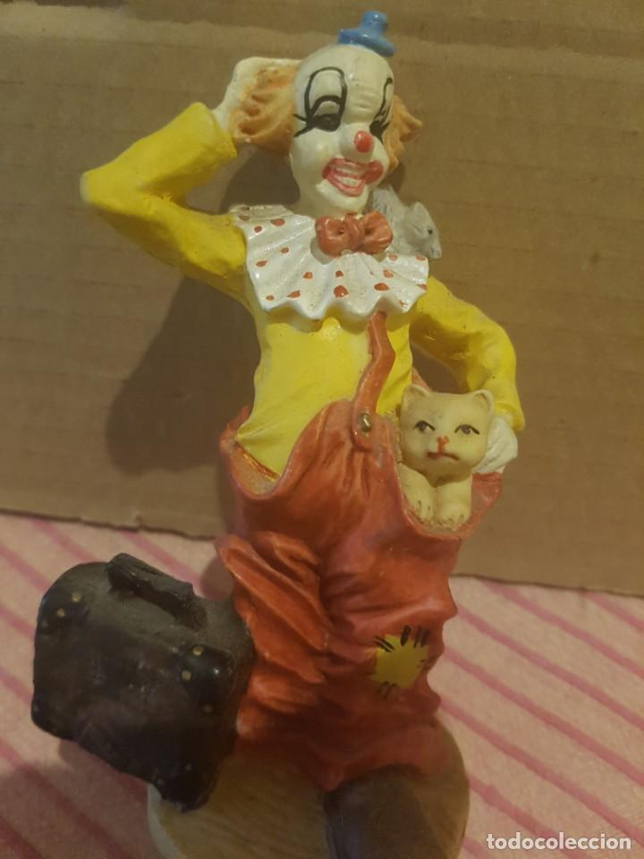 Antigüedades: Bonita Figura de Payaso con Gato o gatito en Resina o Similar. Excelentes detalles. Como nueva - Foto 6 - 246604390