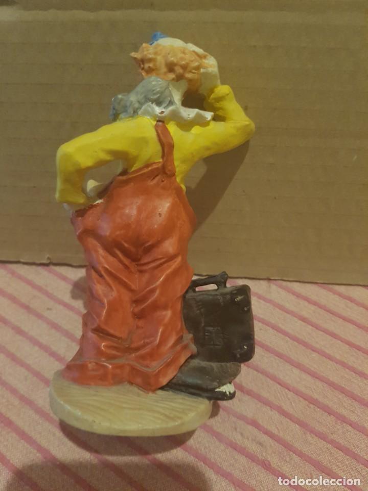 Antigüedades: Bonita Figura de Payaso con Gato o gatito en Resina o Similar. Excelentes detalles. Como nueva - Foto 7 - 246604390