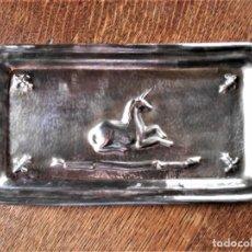 Antigüedades: BANDEJA-VACIA BOLSILLOS DE VALENTÍ, BARCELONA, COBRE PLATEADO EN RELIEVE. Lote 246659650