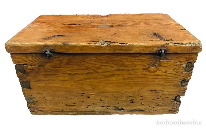 Antigüedades: Antiguo limosnero, hucha de iglesia, caja petitoria, arqueta, baúl. Siglo XVII, restaurada. 40x22x20 - Foto 2 - 246669875